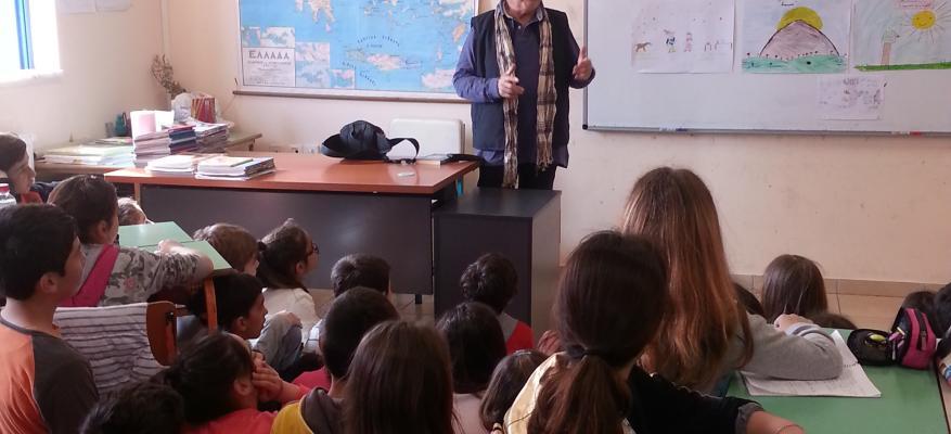 Ο συγγραφέας Μάνος Κοντολέων στο 1ο Δημοτικό Σχολείο Ιαλυσού